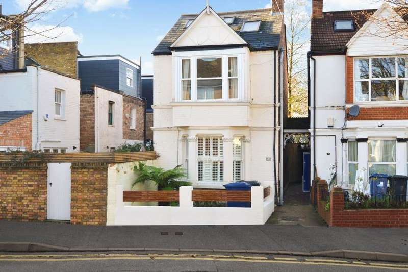 2 Bedrooms Flat for sale in Carlton Road, Chiswick, W4