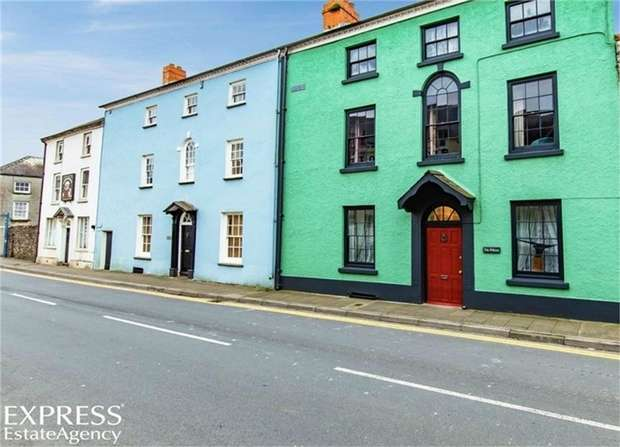 5 Bedrooms Town House for sale in King Street, Laugharne, Carmarthen