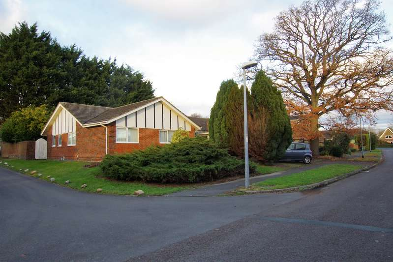 5 Bedrooms Property for sale in Okebourne Park, Swindon