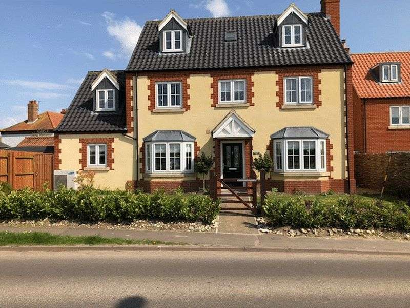 4 Bedrooms Property for sale in Two Furlong Hill, Wells-Next-The-Sea