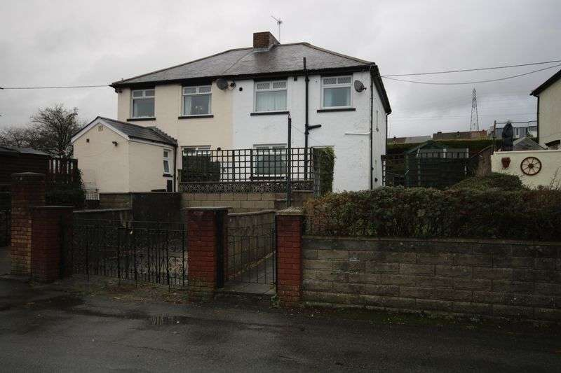 3 Bedrooms Property for sale in Bronawelon, Crumlin, Newport