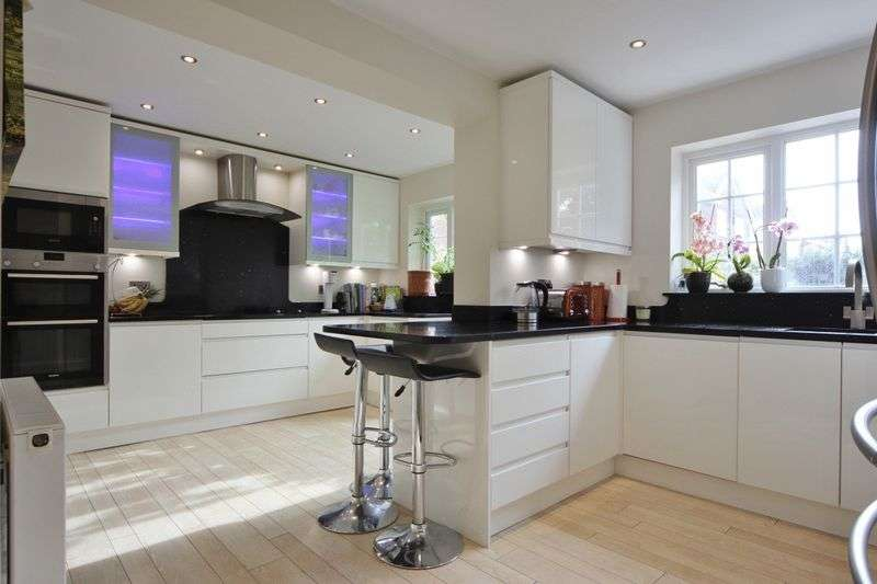 5 Bedrooms Property for sale in Hambledon Drive, Greasby, Wirral