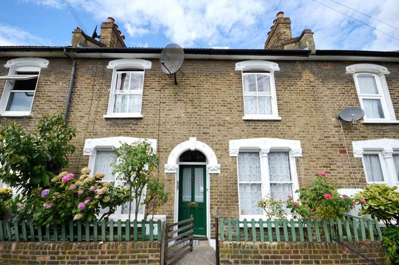 3 Bedrooms Terraced House for sale in Kneller Road SE4