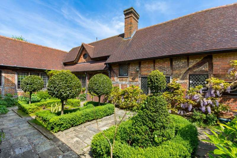5 Bedrooms Detached House for sale in Church Lane
