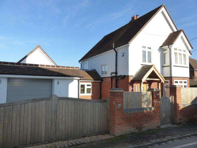 3 Bedrooms Detached House for sale in Cookham - High Road