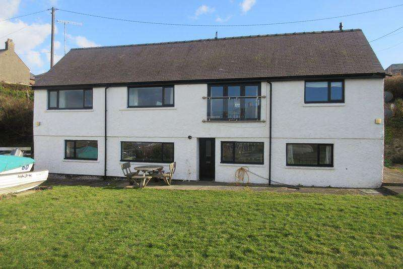 3 Bedrooms Flat for sale in Beach Road, Cemaes Bay