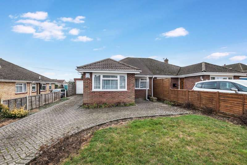 3 Bedrooms Bungalow for sale in Westfield Road, Thatcham, RG18