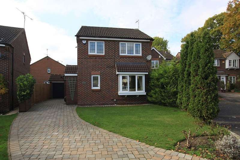 3 Bedrooms Detached House for sale in Silver Birches, Wokingham, Berkshire, RG41