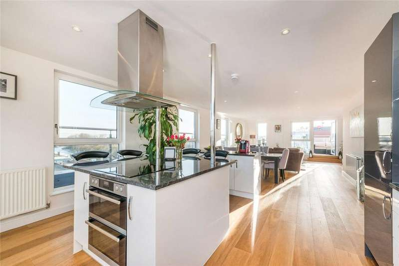 3 Bedrooms Flat for sale in High Street, Brentford, Middlesex
