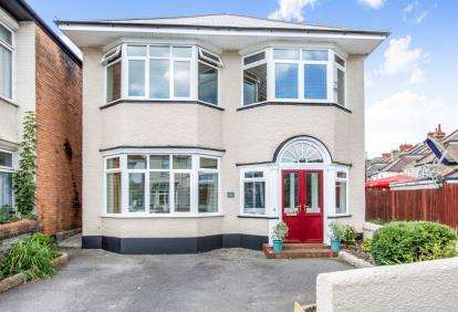 5 Bedrooms Detached House for sale in Southbourne, Dorset