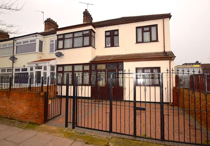 5 Bedrooms Semi Detached House for sale in Staines Road, Ilford, London, IG1