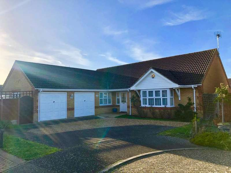 3 Bedrooms Detached Bungalow for sale in Briscoe Way, Lakenheath