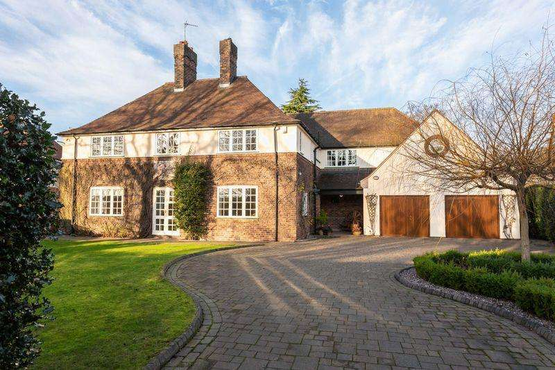 5 Bedrooms Detached House for sale in The Grange, Hartford
