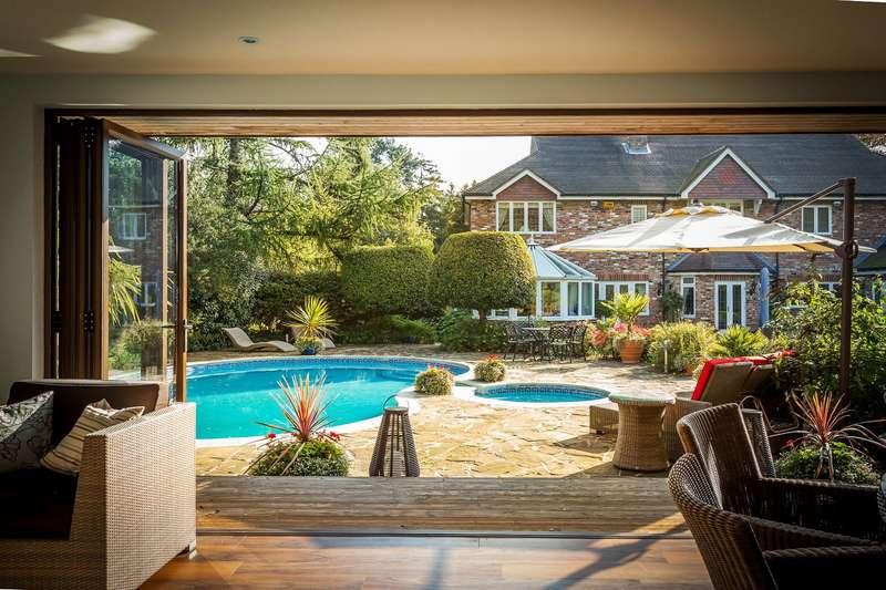 5 Bedrooms Detached House for sale in Woldingham, WoldIngham, Surrey, CR3 7EG