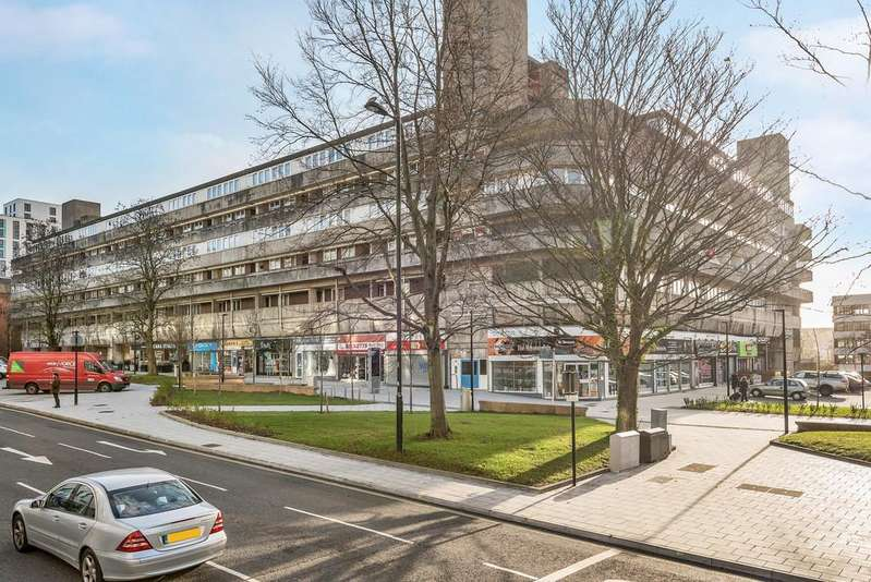 2 Bedrooms Flat for sale in Wyndham Court, Commercial Road