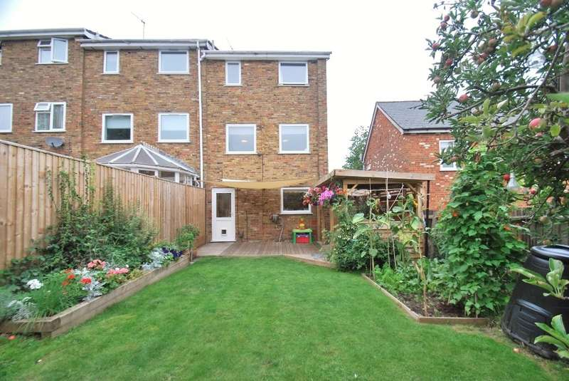 3 Bedrooms Town House for sale in Chilton Road, Chesham, HP5
