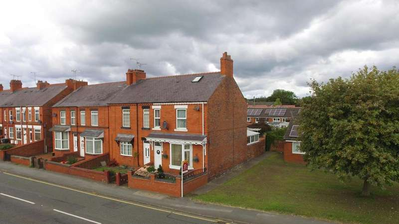 3 Bedrooms Semi Detached House for sale in Wrexham Road, Rhostyllen