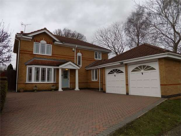 4 Bedrooms Detached House for sale in Dickens Drive, Old Stratford, Milton Keynes, Northamptonshire