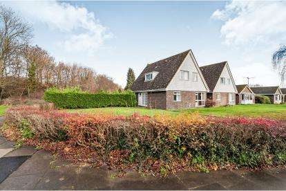 4 Bedrooms Bungalow for sale in Walcot Walk, Netherton, Peterborough, Cambridgeshire
