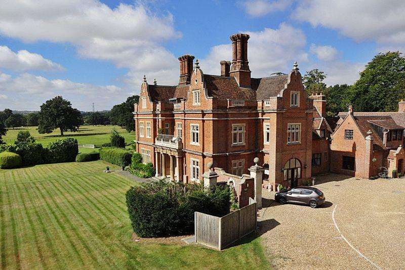 3 Bedrooms Apartment Flat for sale in Westoning Manor, Manor Gardens, Westoning
