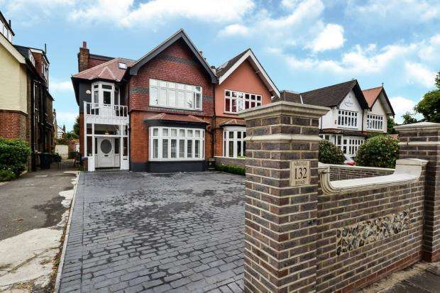 6 Bedrooms Semi Detached House for sale in Argyle Road