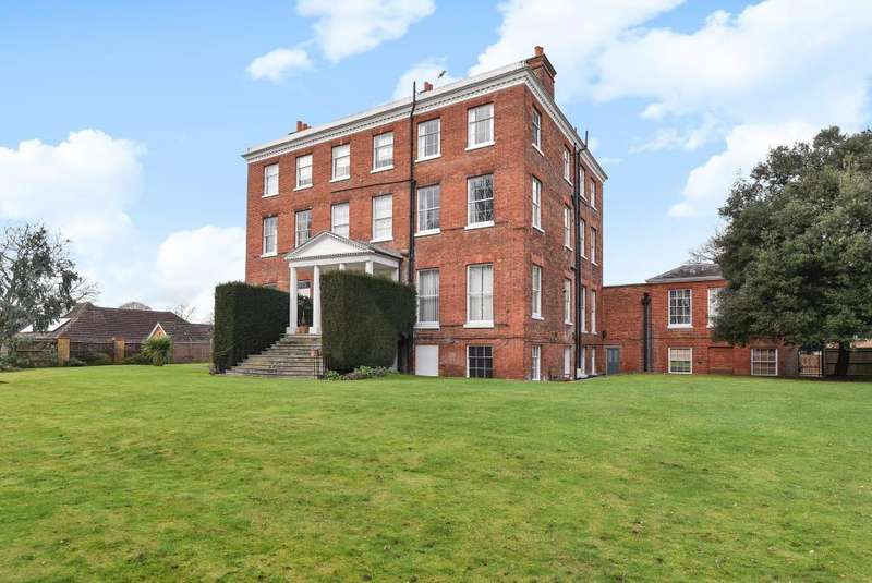 2 Bedrooms Flat for sale in Ray Lodge, Ray Park Avenue, SL6