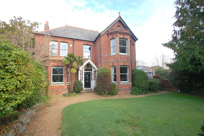 6 Bedrooms Detached House for sale in Crescent Road, Alverstoke, Gosport