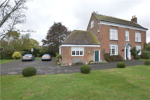 5 Bedrooms Detached House for sale in Lincoln Green Lane, TEWKESBURY, Gloucestershire, GL20 7DN
