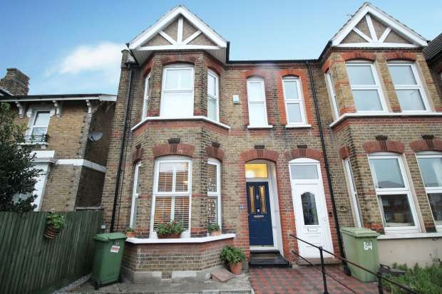 3 Bedrooms Property for sale in Bexley Road, Erith, Greater London, DA8 3SP