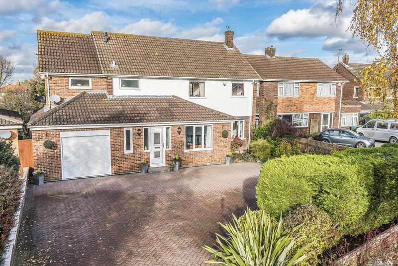 5 Bedrooms Detached House for sale in King Edward Avenue, Aylesbury, HP21