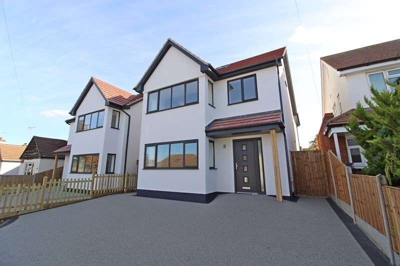 4 Bedrooms Detached House for sale in Briarwood Drive, Leigh-On-Sea
