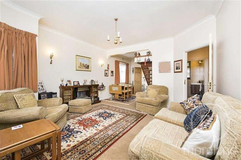 4 Bedrooms Semi Detached Bungalow for sale in Winston Avenue, London, NW9