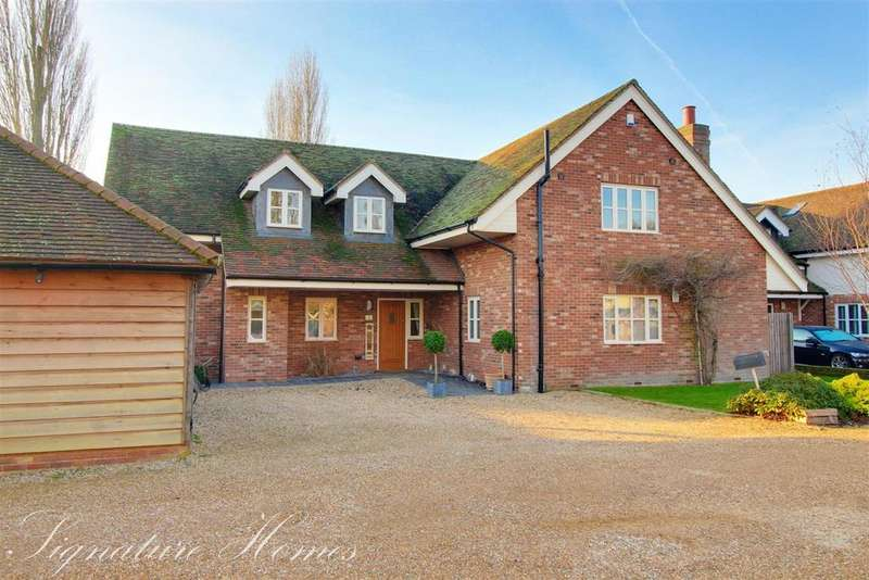4 Bedrooms Detached House for sale in Great Oak Court, Hunsdon