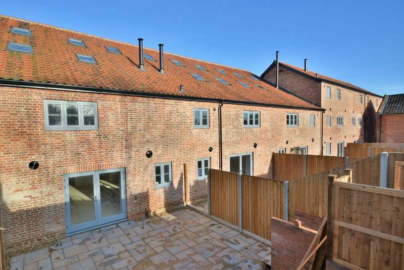 4 Bedrooms Town House for sale in The Old Maltings, Harleston