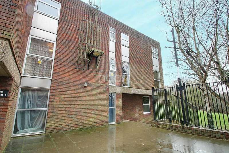 2 Bedrooms Flat for sale in Close to Town Centre