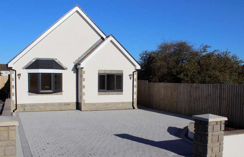 3 Bedrooms Bungalow for sale in Hendre Road, Llangennech, Llanelli, SA14