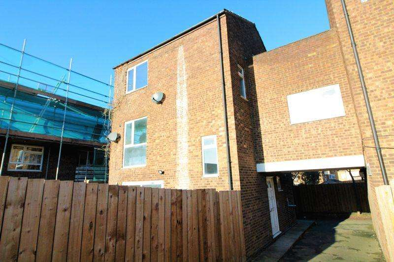5 Bedrooms Link Detached House for sale in Edge of TOWN, TOWN HOUSE, Berkeley Path, Town Centre