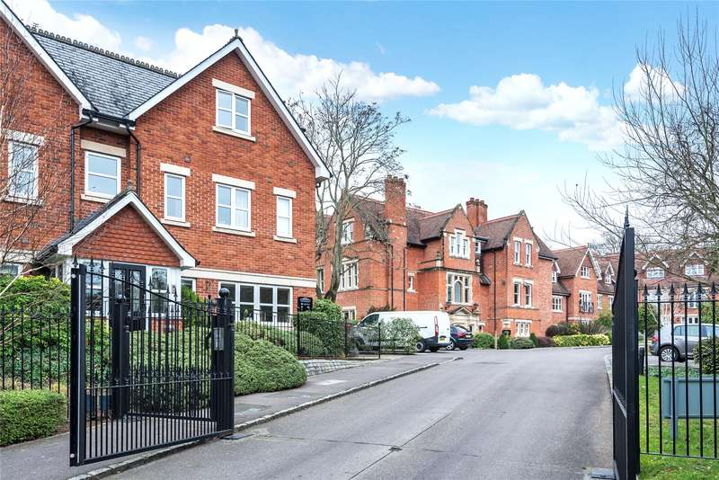 2 Bedrooms Apartment Flat for sale in Upcross House, Upcross Gardens, Reading, Berkshire, RG1