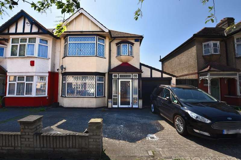 3 Bedrooms Semi Detached House for sale in The Drive, Ilford