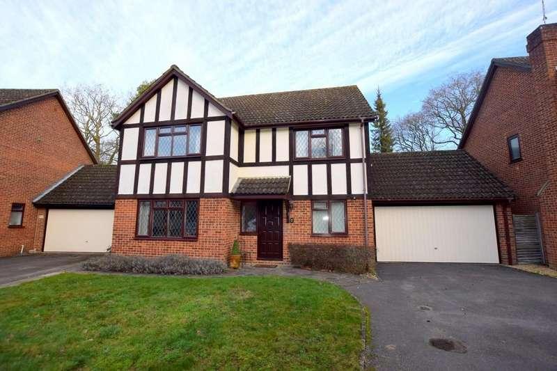 4 Bedrooms Detached House for sale in Hawkins Way, Fleet