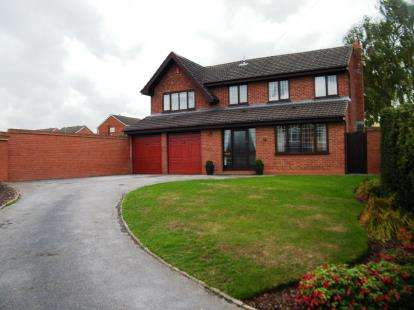 4 Bedrooms Detached House for sale in Wedgewood Close, Burntwood, Staffordshire