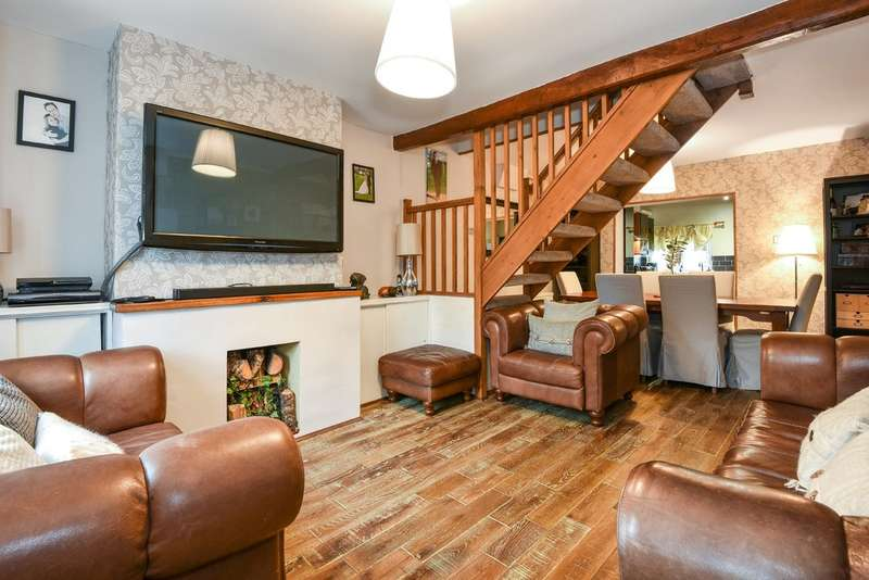 3 Bedrooms Town House for sale in Cirencester