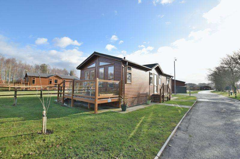 2 Bedrooms Lodge Character Property for sale in Burton Waters Lodges, Woodcock Lane, Lincoln