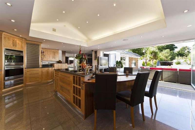 7 Bedrooms Detached House for sale in Bourne End