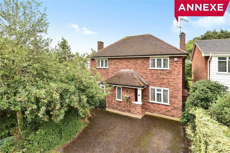 3 Bedrooms Detached House for sale in Wallasey Crescent, Ickenham, Middlesex, UB10