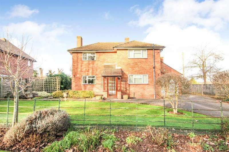 3 Bedrooms Detached House for sale in Fayre Oaks Drive, Hereford, HR4