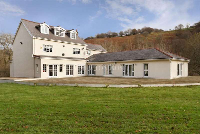 7 Bedrooms Detached House for sale in Trinant Hall Lane, Abertillery, South Wales