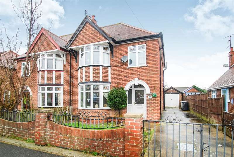 3 Bedrooms Semi Detached House for sale in Firbeck Avenue, Skegness