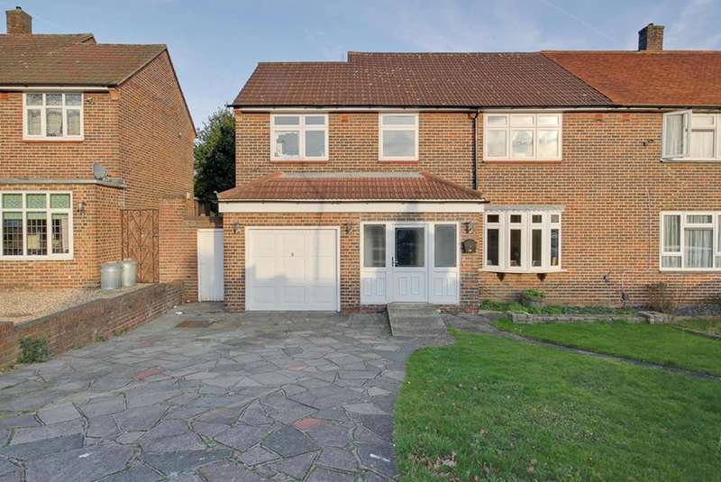 4 Bedrooms Semi Detached House for sale in Tees Drive, Noak Hill, Romford, RM3
