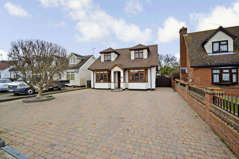 5 Bedrooms Detached House for sale in Thames Haven Road, Stanford-Le-Hope